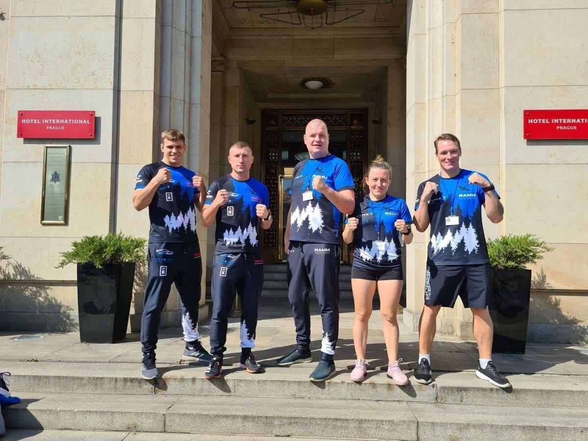 Eesti koondis: Raigo Kutsar, Juri Gribovski (treener), Vallo Hannus (treener), Ksenija Grabova, Ergo Reinvald