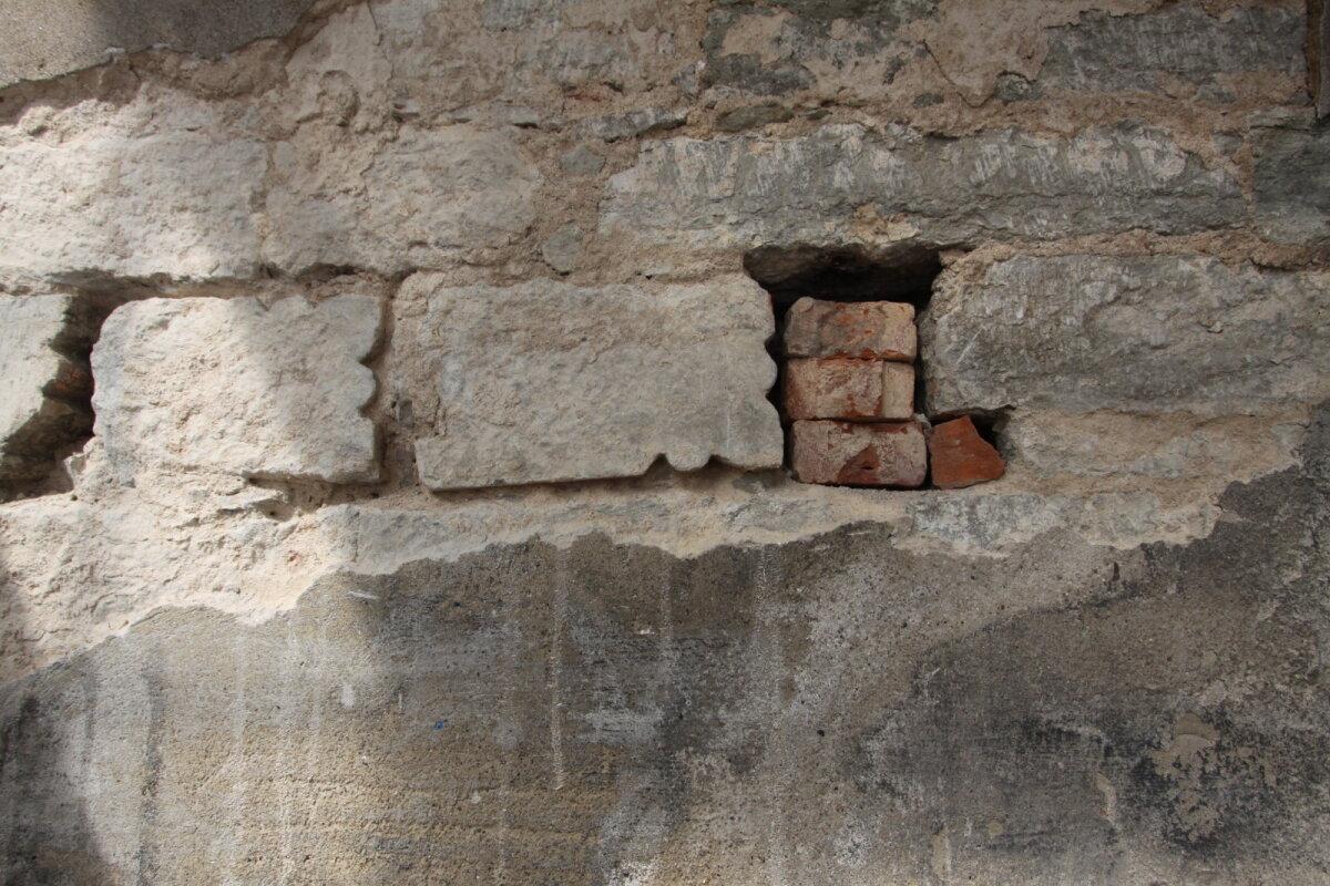 Oleviste fassaadist leitud raidkivid