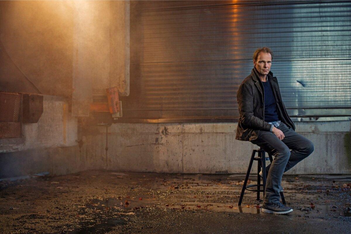 MEES, KES LOOBUS TROONIST: Aastatel 2008–2014 juhtis Jonas Bonnier Skandinaavia suurimat meediafirmat. Nüüd lööb ta laineid krimikirjanikuna.