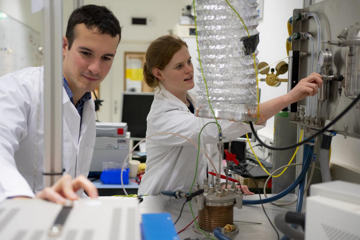 Kuuvabrikust hapnikku: tootmiskatsed täies hoos (foto: ESA)