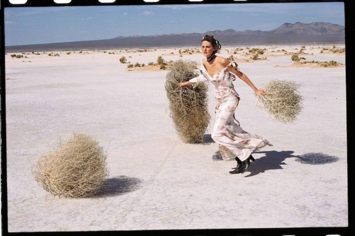Оставив профессию в 1998 году, Теннант время от времени участвовала в отдельных проектах, как, например, в фотосессии для Vogue в 2001 году