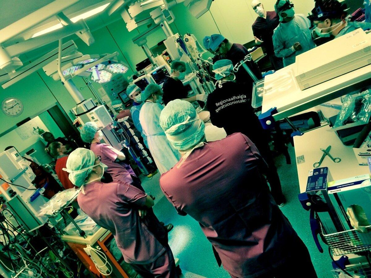 HETK TIMURI OPERATSIOONILT: Kriitilistel hetkedel on operatsioonitoas luba rääkida vaid kolmel arstil.Ahhetamised on keelatud. Töö ei peatu.