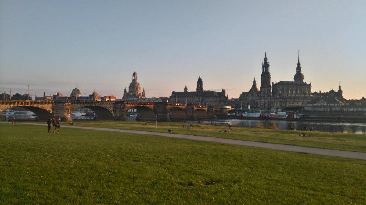 Lummav vaade Elbe põhjakaldalt Dresdeni vanalinnale