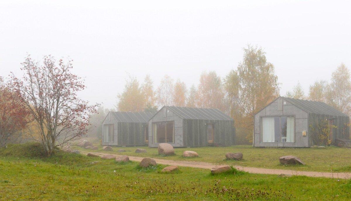 Ökoelu Nina küla põhumajades.