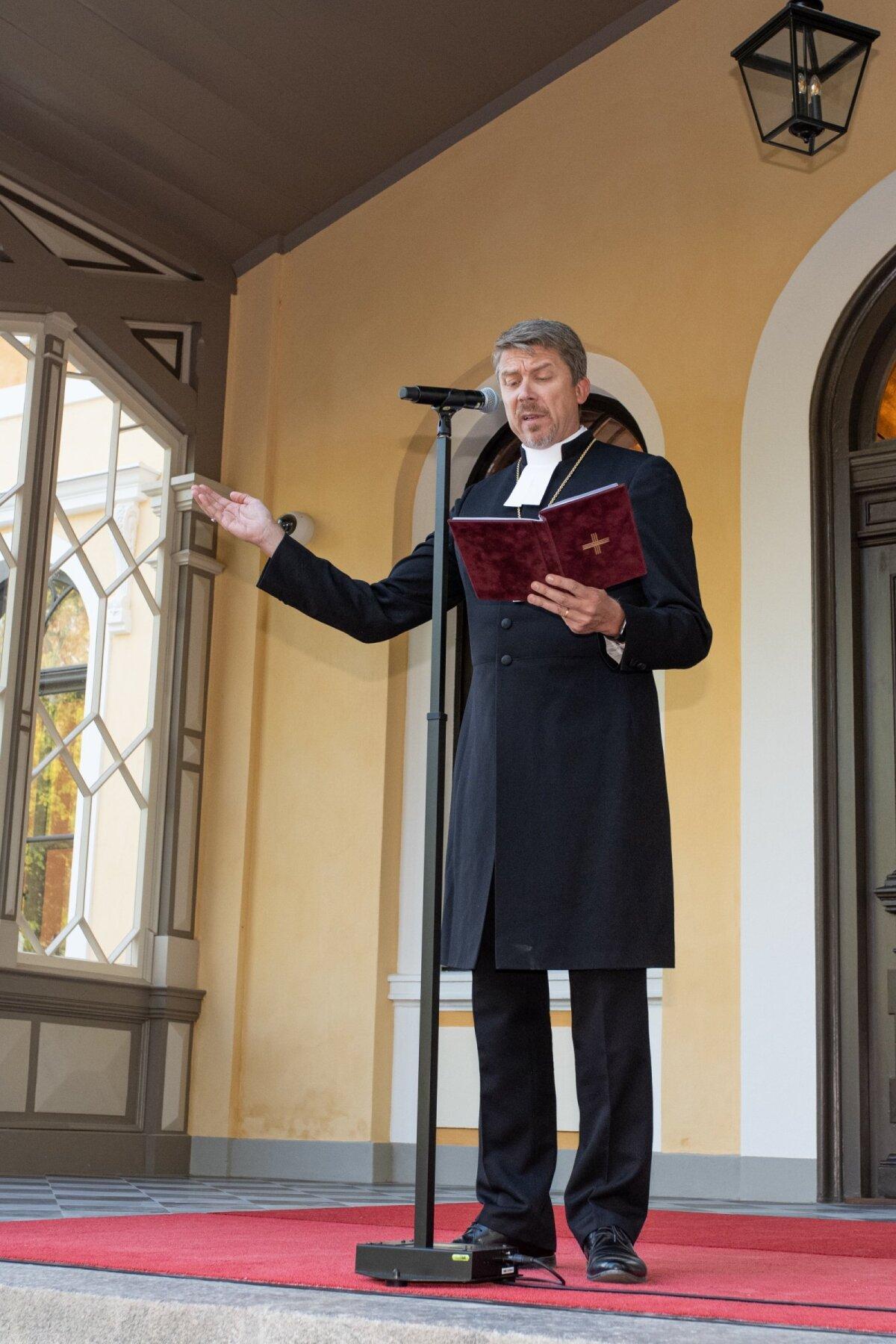 ÕNNISTATUD Veel enne, kui kontsertettekandelt naasnud külalised Schloss Fellinisse sisenesid, õnnistas selle jumalasõnaga sisse peapiiskop Urmas Viilma isiklikult.