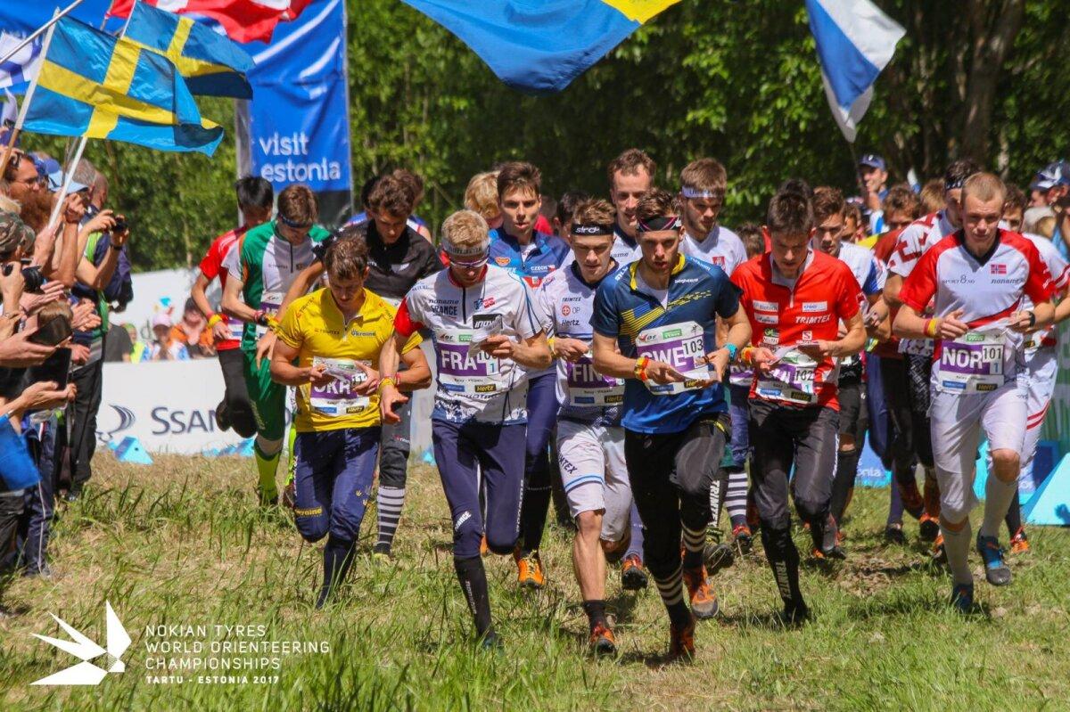 Tipptasemel on orienteerumine karm võistlussport, kus ala parimate jooksukiirusest piisab osalemaks ka kergejõustiku tiitlivõistlustel. Teatevõistluste start 2017. aastal Eestis toimunud MM-lt .