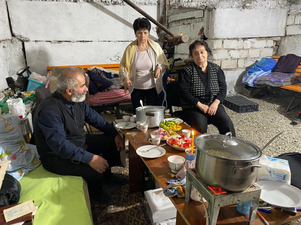 Священник Арам, Сусанна и бабушка Людмира