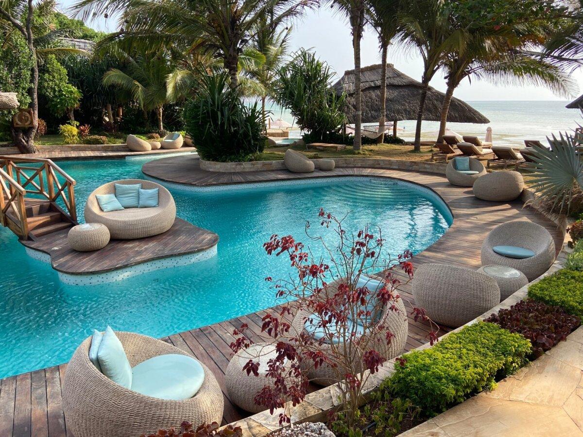 Чудесный оазис рядом с гостиницей, где остановился Рене.