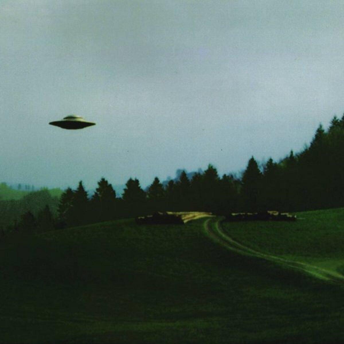 https://gnnaz.com/2013/07/11/conspiracy-weekly-bad-ufo-photos