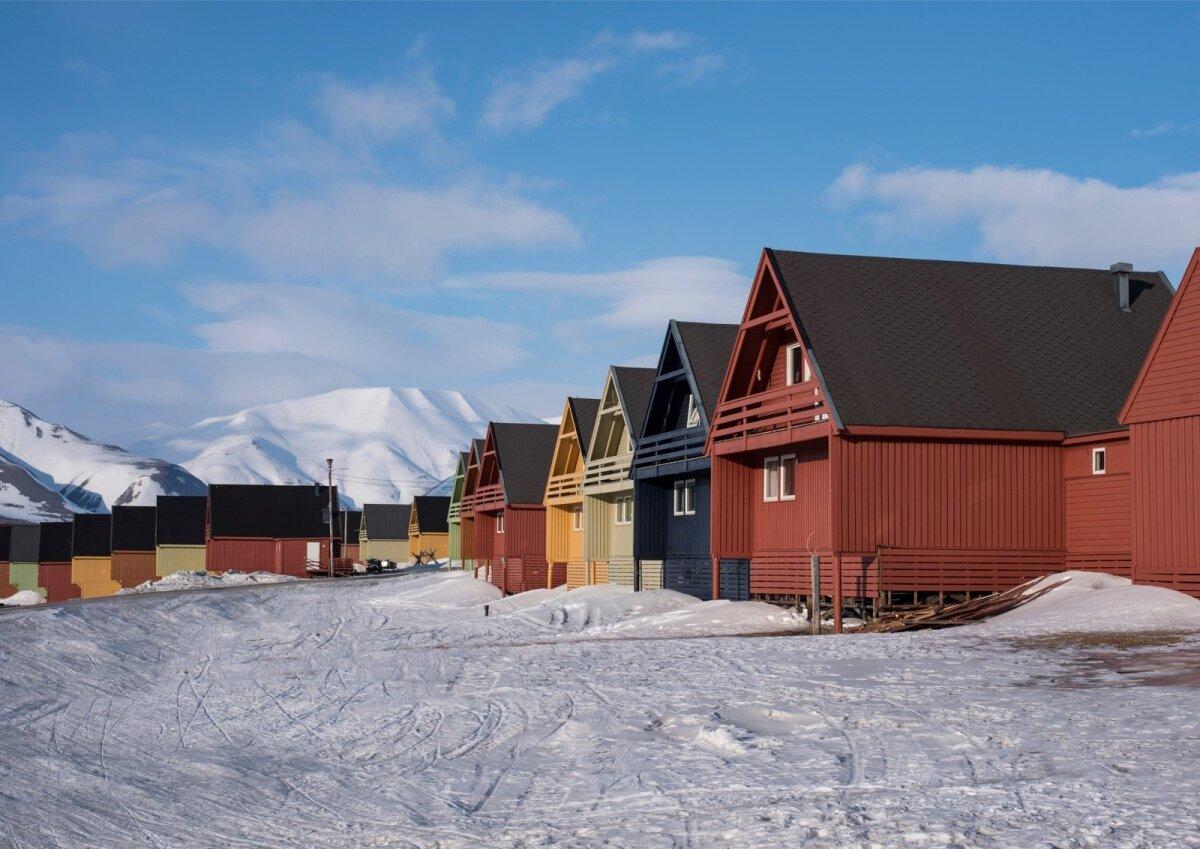 Longyearbyeni värvilised majad teenivad linnale alailma kõrgeid kohti erinevate maailma kauneimate linnade edetabelites.