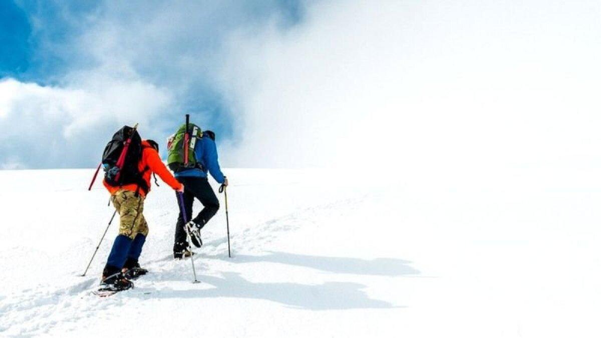 На многие горные вершины в наши дни можно попасть, не тратя сил, однако для многих важно приложить усилия для восхождения, чтобы ощутить радость покорения