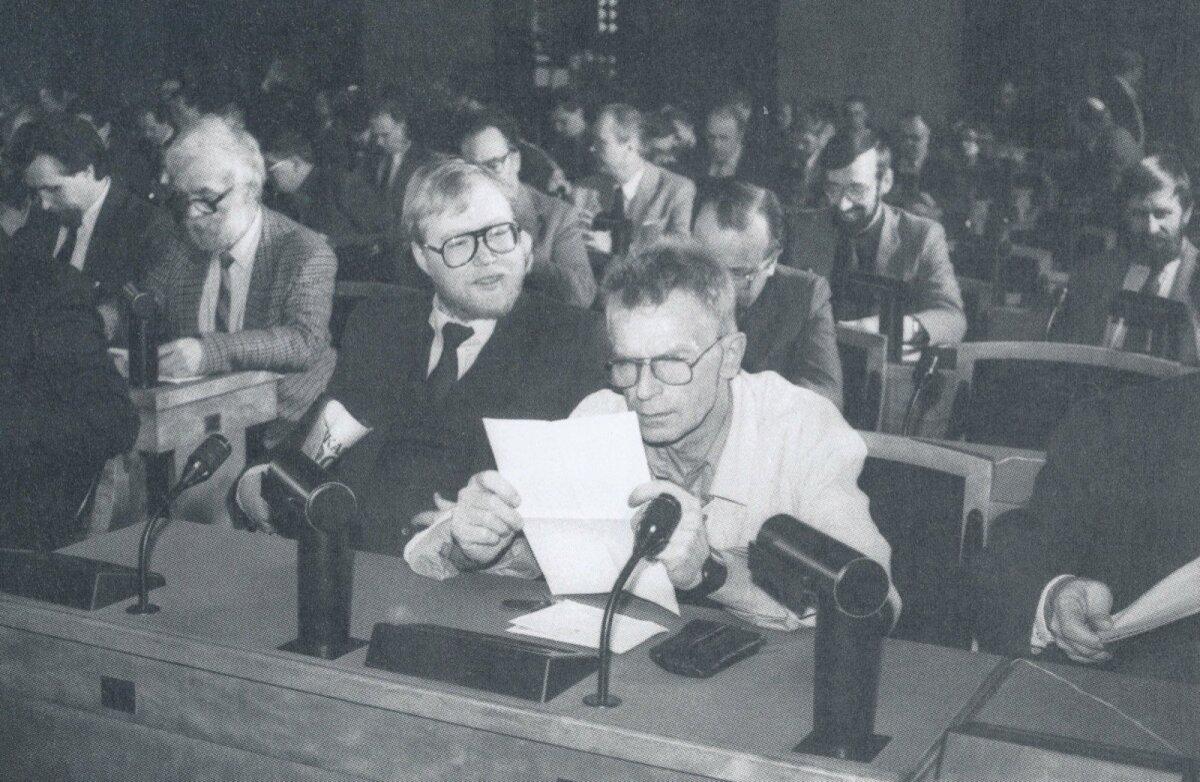 Ülemnõukogu 2.4.1990: Mart Laar, Tiit Käbin