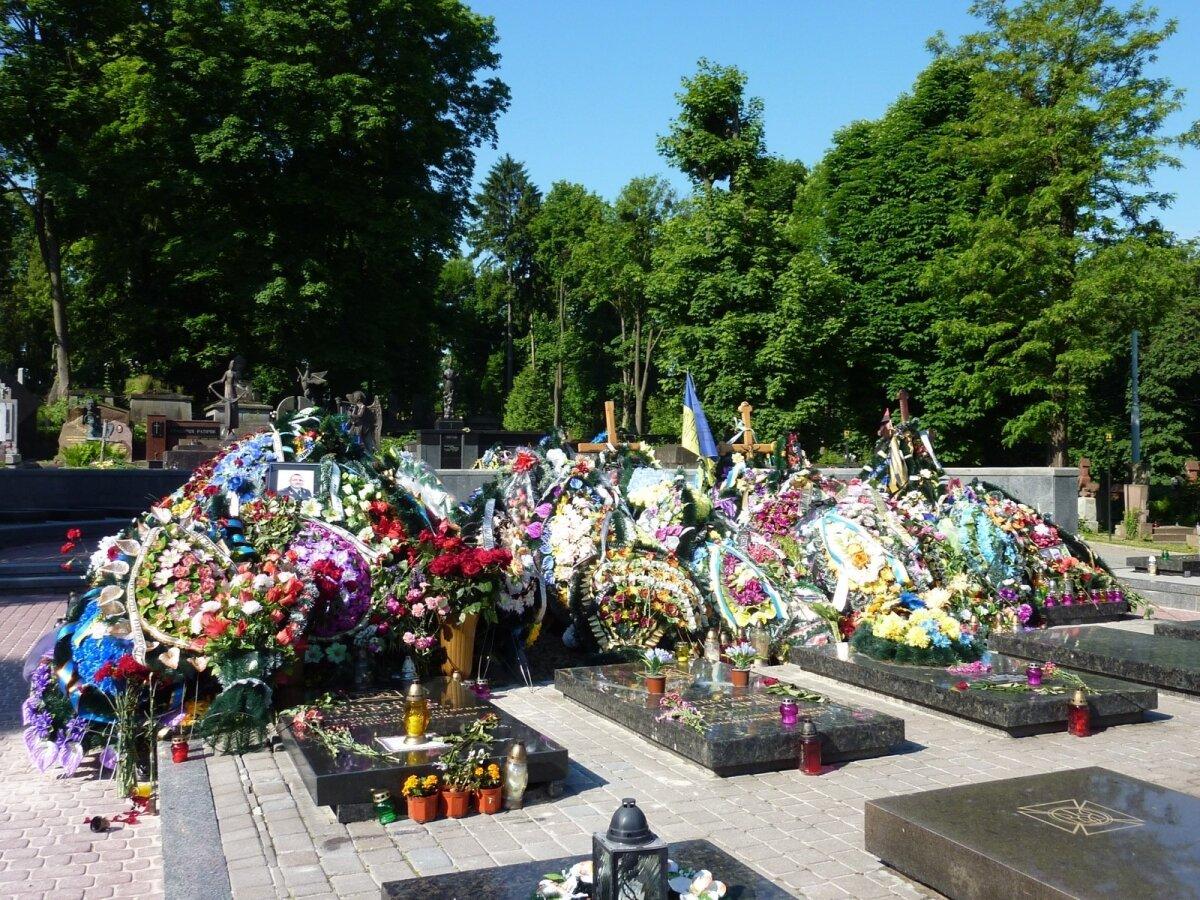 2014. aasta kodusõja ohvrite hauad Lääne-Ukrainas