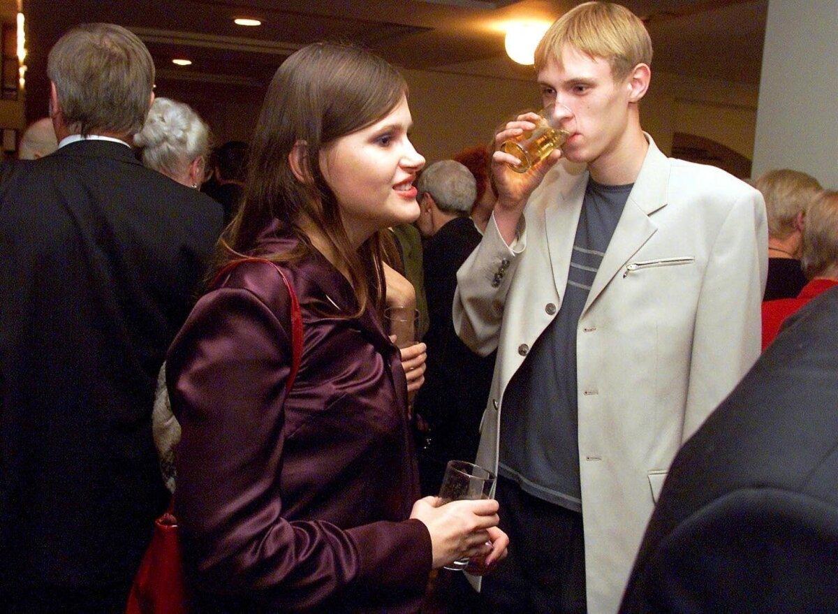 NOORED JA ARMUNUD: Maria Savisaar ja Raimond Kaljulaid oktoobris 2001 Sakala keskuses, kus Keskerakond pidas kümnendat sünnipäevapidu.