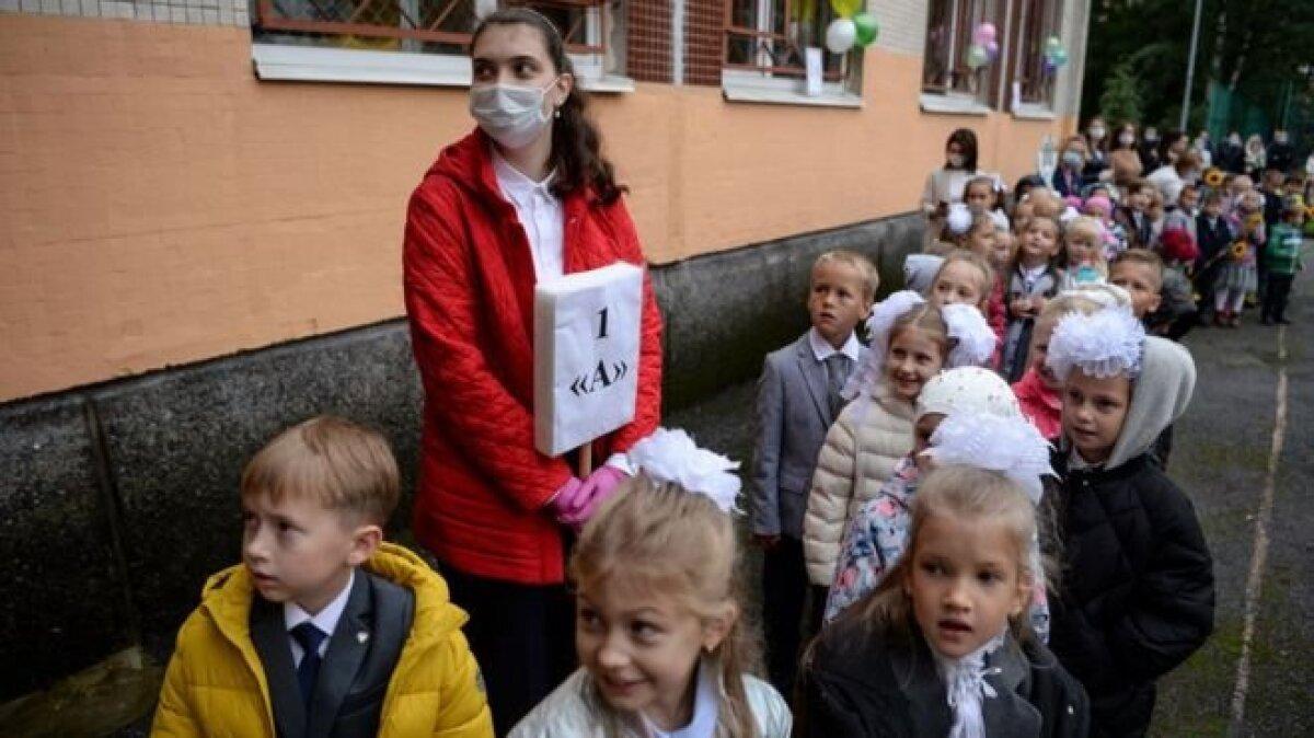 В России торжественные мероприятия 1 сентября проходили не везде. В некоторых регионах они устраивались только для первоклассников.
