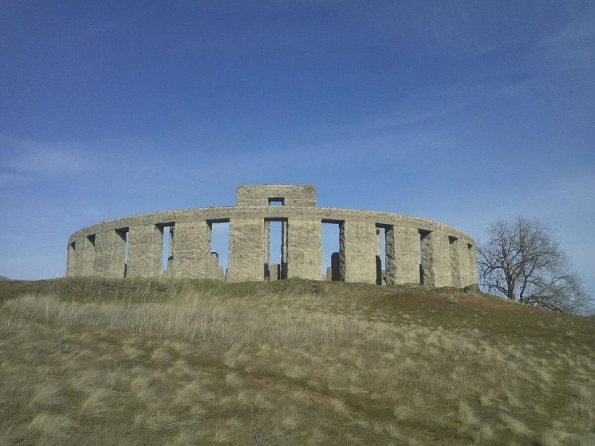 Sam Hilli Stonehenge