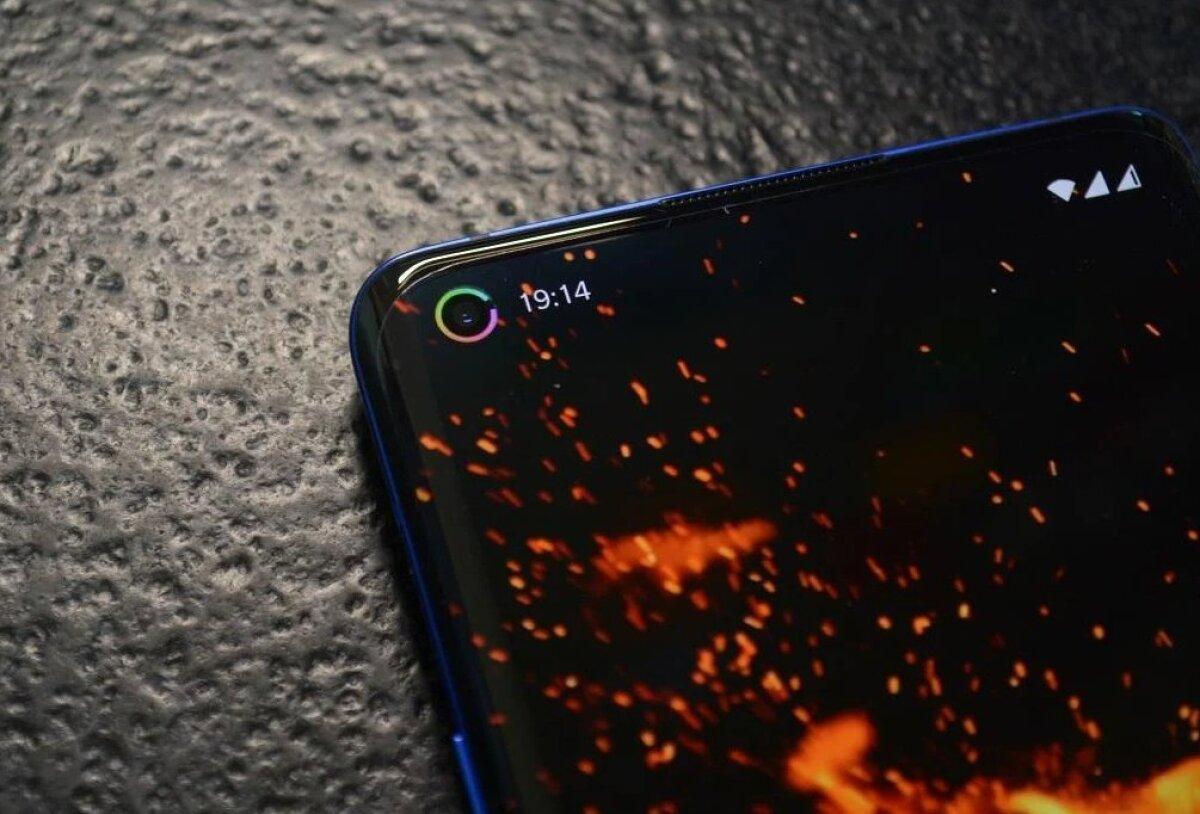 Tore näide, kuidas kaamera-august saab tänu lisaäpile ühtlasi värviline ring, mis näitab aku laetuse taset (Foto: Energy Ring - General Edition!-i leht Google Play Store'is)