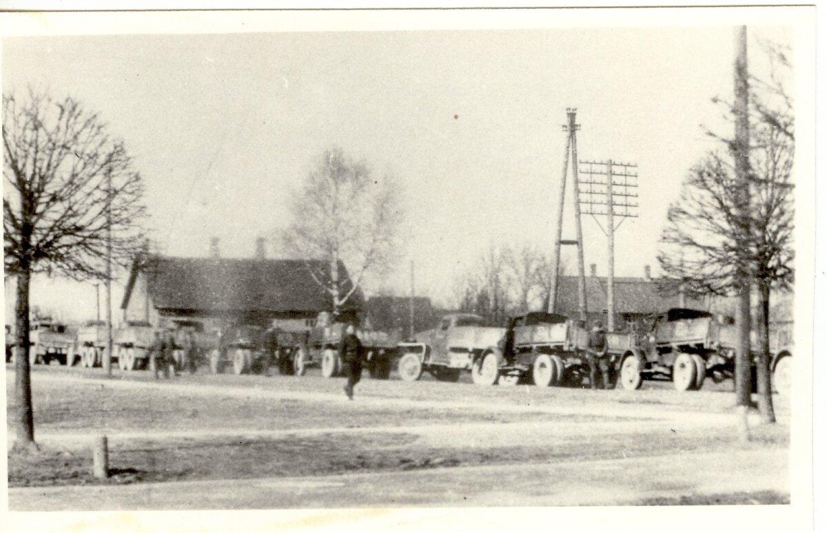 Punaarmee autokolonn peale küüditamise läbiviimist 25. märtsil 1949. a. Türil. Foto: Järvamaa Muuseum