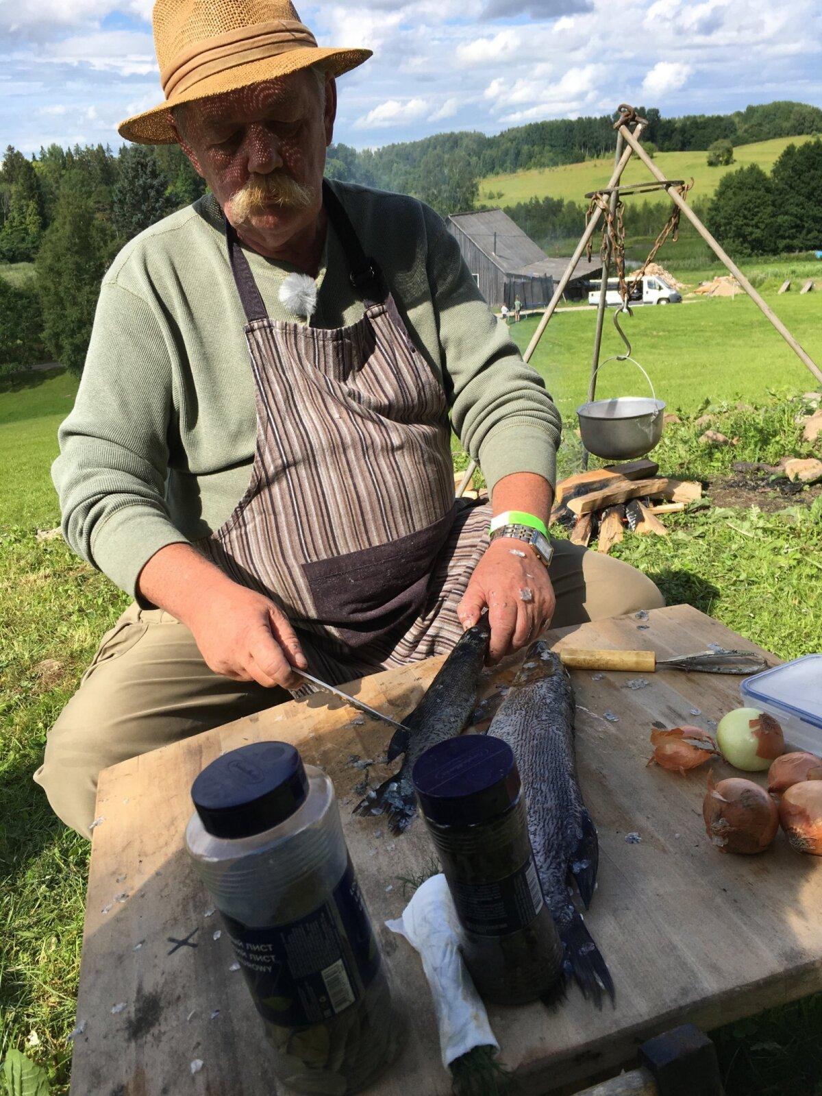 Vladislav teeb Võrumaal kalasuppi (2017)