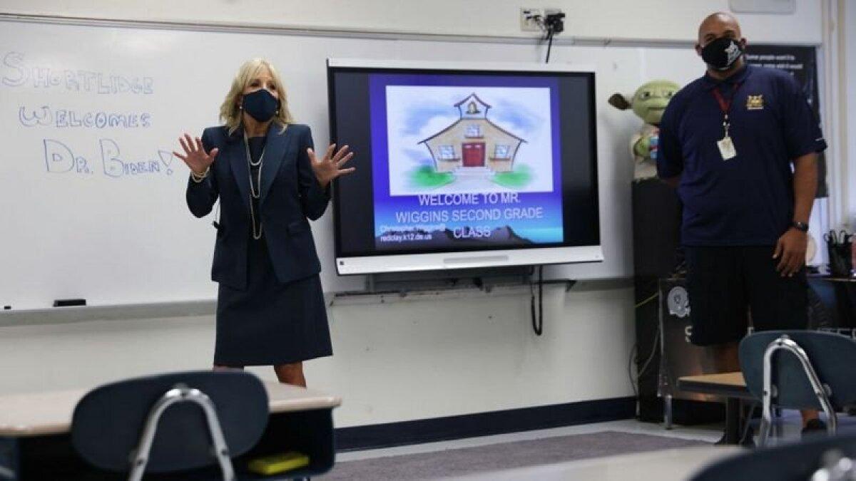 Пока Джилл Байден входит в свой класс без охраны