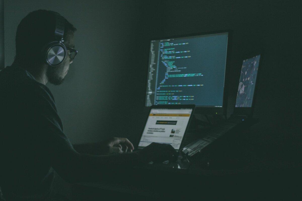 Küberkuritegevus põhjustab aastas miljardeid eurosid kahju, kuid sellele ei pöörata nii palju tähelepanu, sest kahju ei tundu meid nii palju mõjutatavat kui füüsiline kuritegevus, mille tagajärgi on lihtsam mõõta