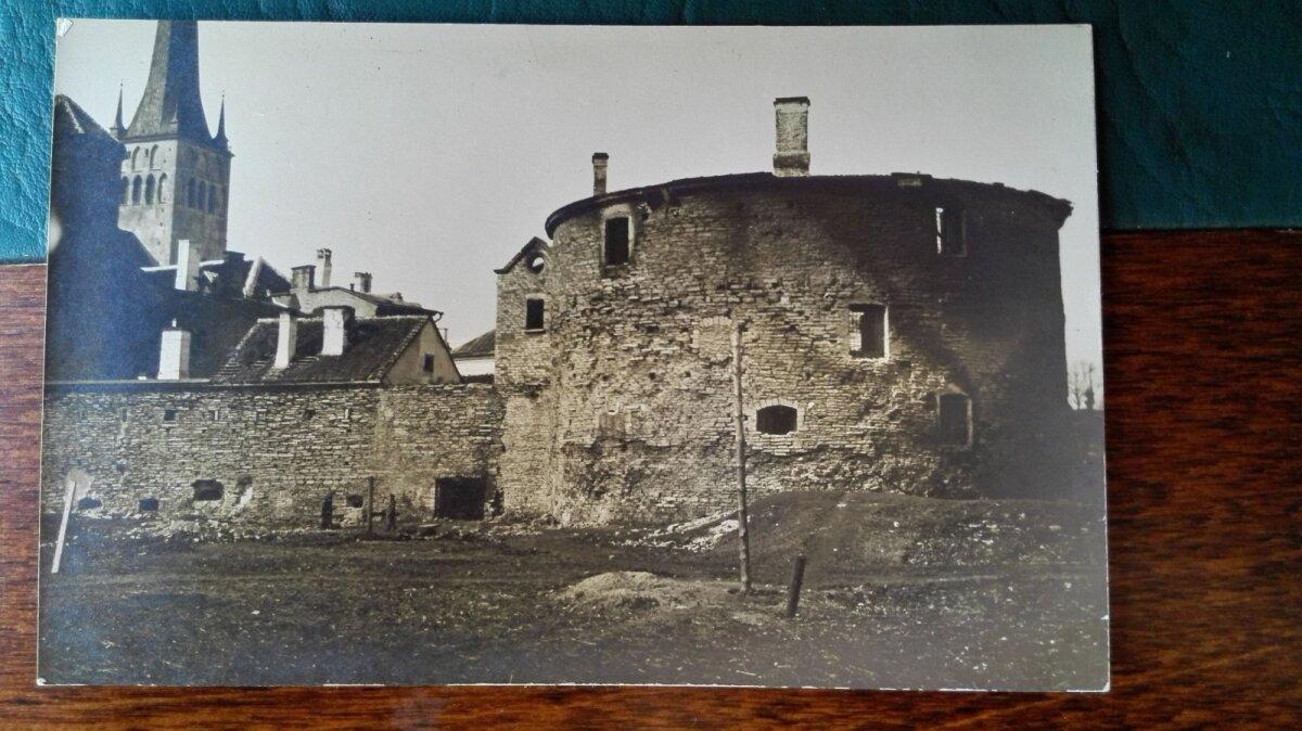 Suurtükitorn vahetult pärast põlengut 1917. aastal.