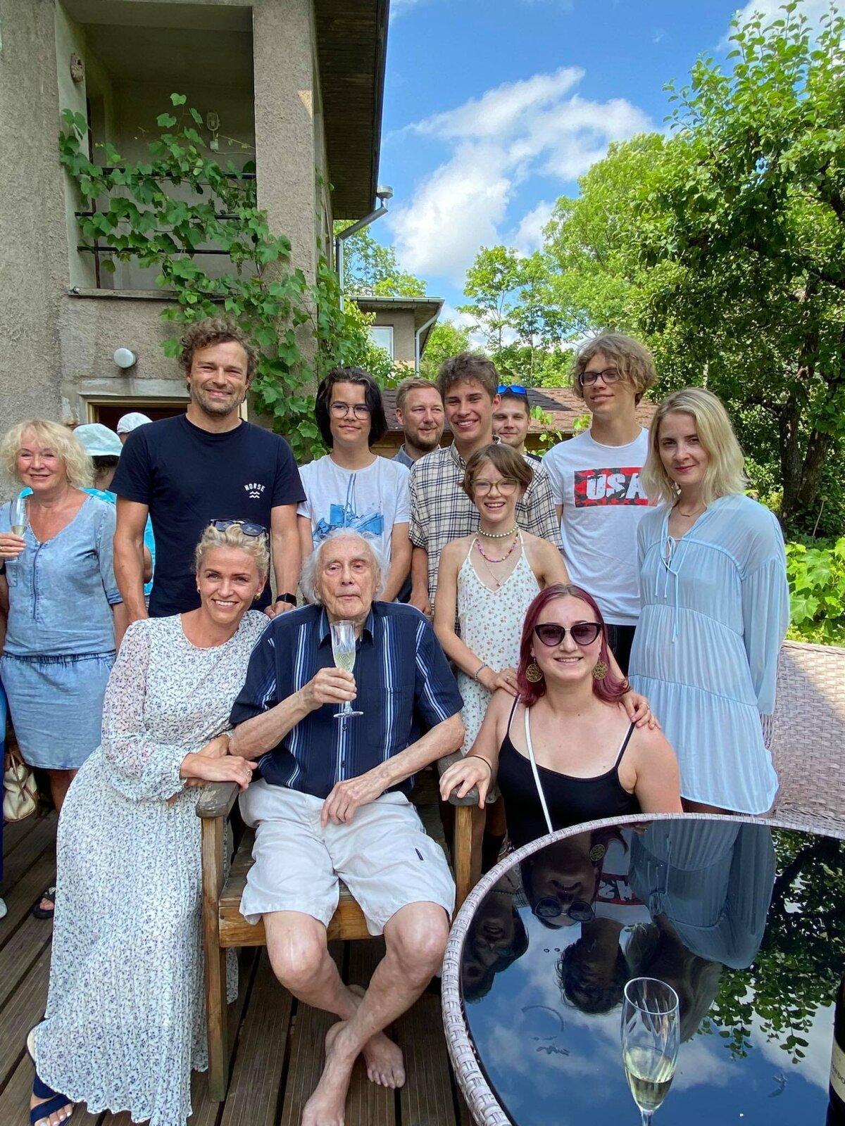 Auväärt Ülo Lepik perekonnaga.