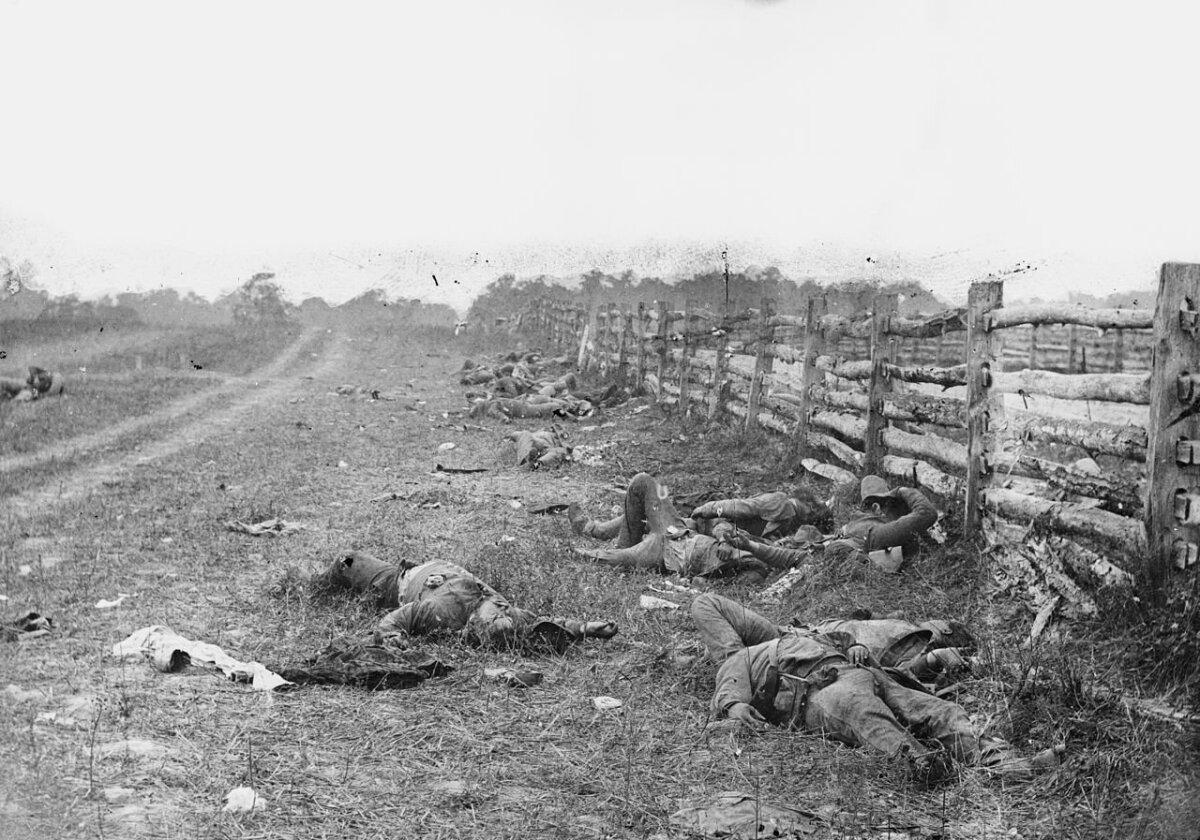 Lõunaosariikide hukkunud lahinguväljal; 1862; foto: Alexander Gardner