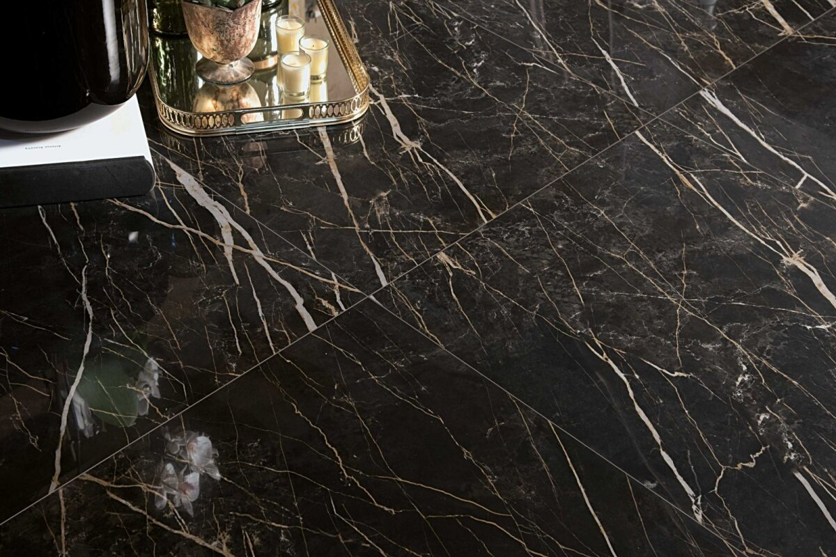 Itaalia brändi Alfalux kollektsioon Canova annab marmorile uue tõlgenduse ja loob oma hallide-beežide soonte ning veenidega muljetavaldava ruumi. Plaadid ei ole mustrisse aetud ja see loob pinnale uue tekstuuri.