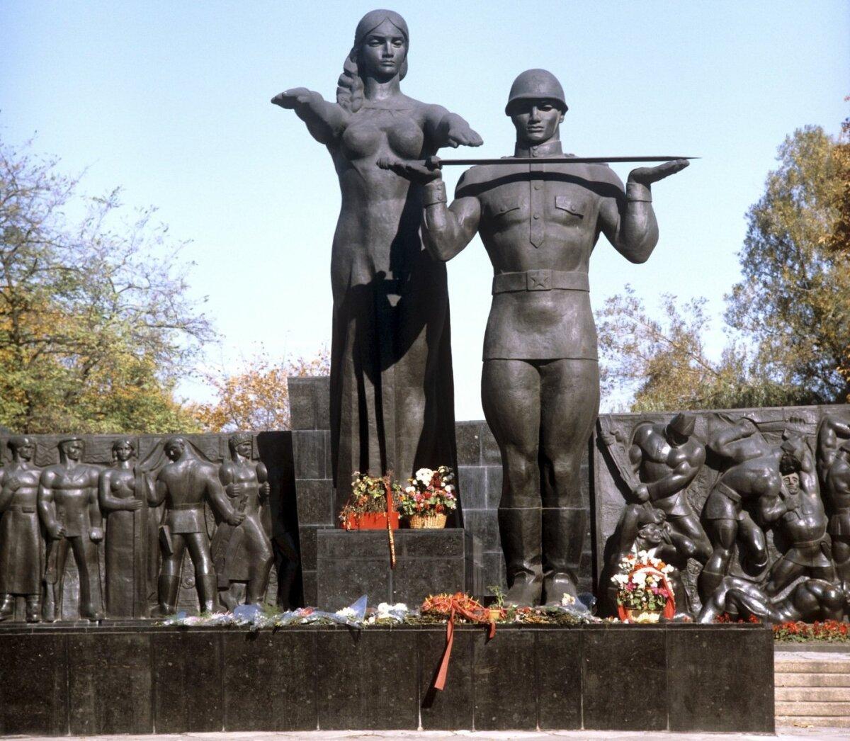 MIDA TEHA SUURE LVIVI MONUMENDIGA?Ekspertiis, tuvastas et tegemist pole mitte kommunistlikku võimu ülistava, vaid Saksa okupatsiooni vastast võitlust sümboliseeriva ausambaga.