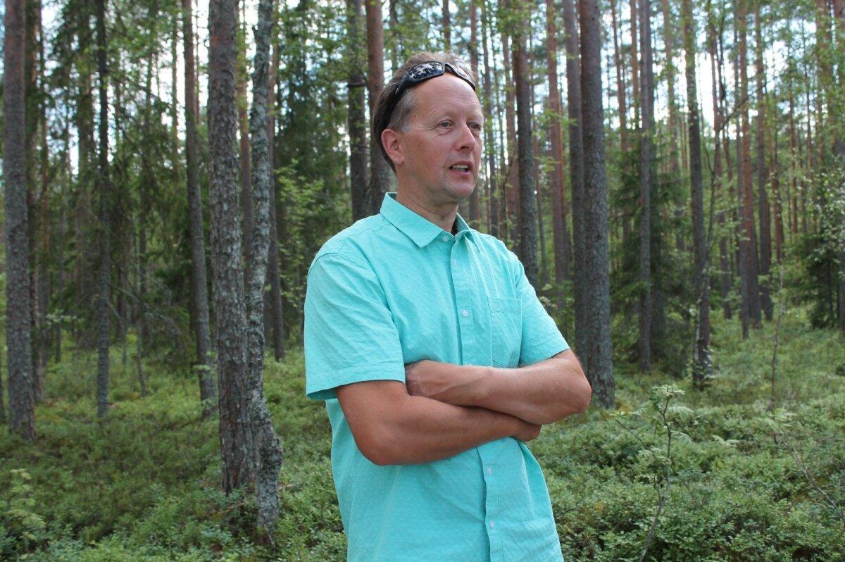 Aigar Paas Pullijärve puhkeküla metsas.