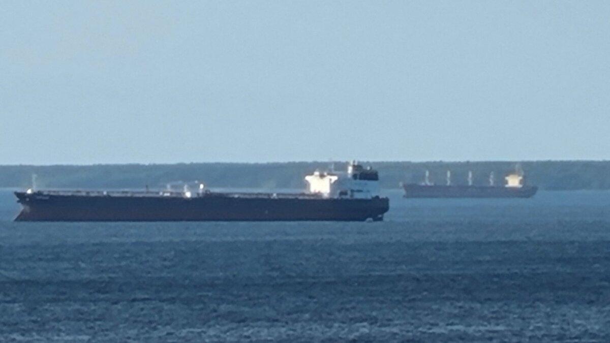 Laevad Naissaarest lõunas