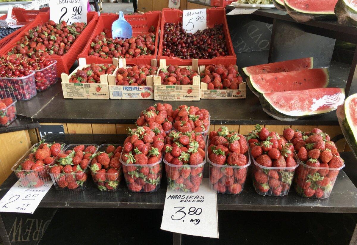 Kreeka maasikad Balti Jaama Turul.