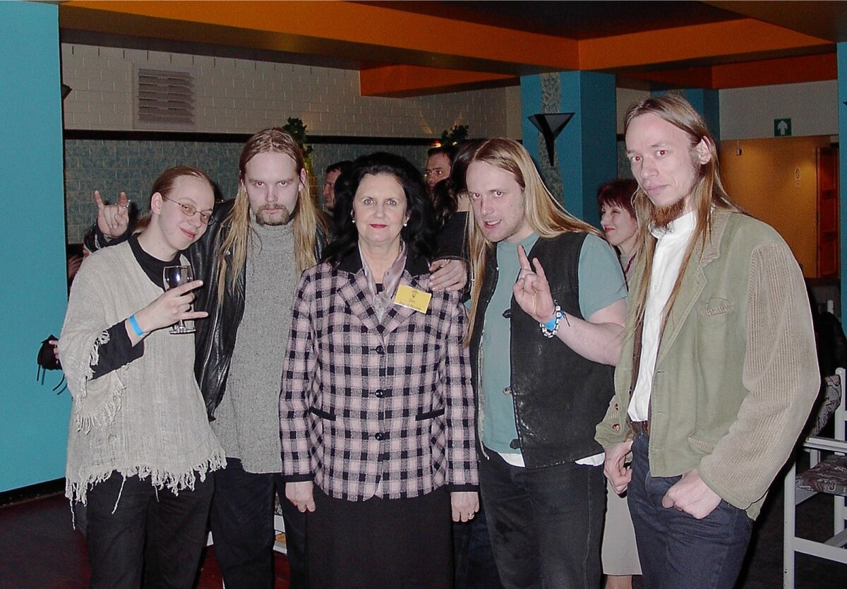 Metsatöll Põlva Folkfestil 15. märtsil 2003 koos festivali patrooni proua Ingrid Rüütliga.