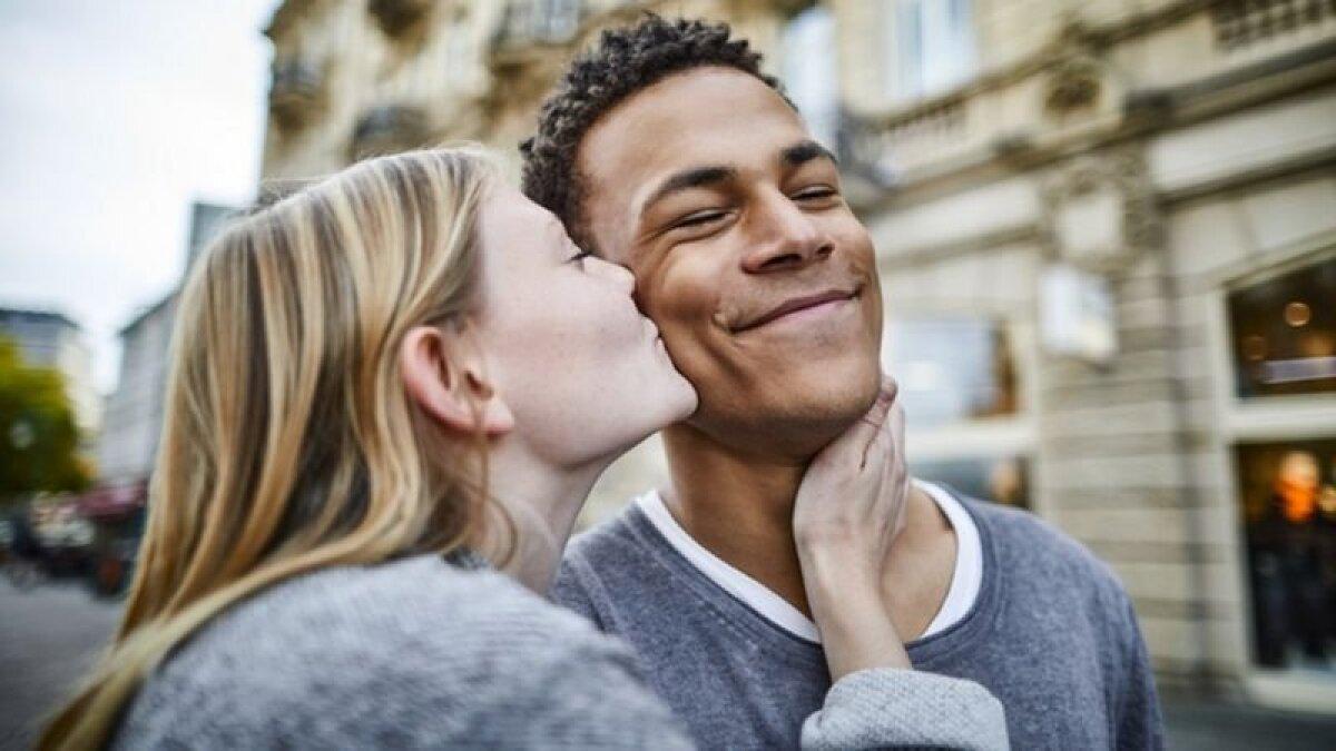 Любовь - источник счастья, но также может приносить боль и страдания
