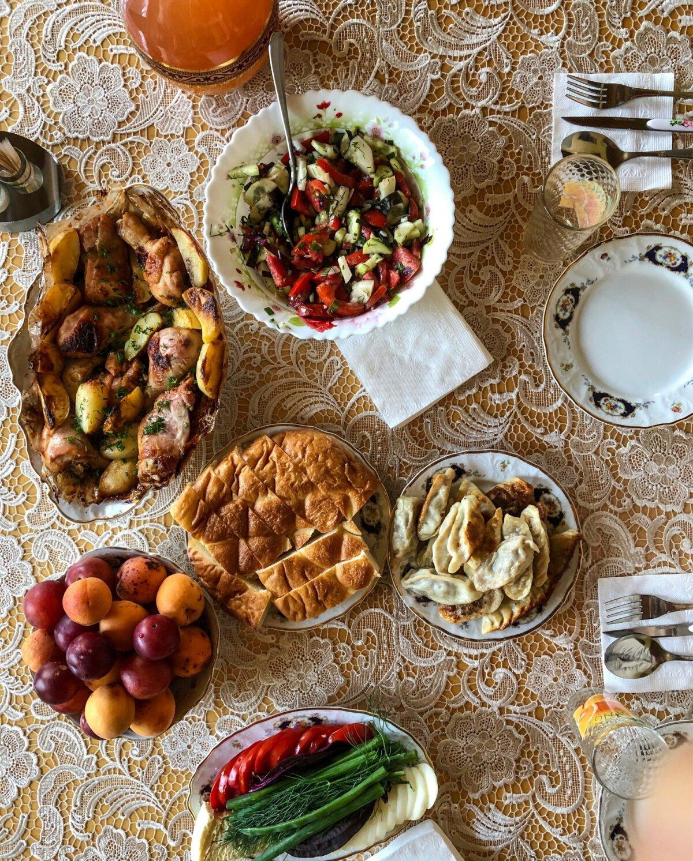 Ootamatu külaline peab arvestama tagasihoidlikuma lauaga.