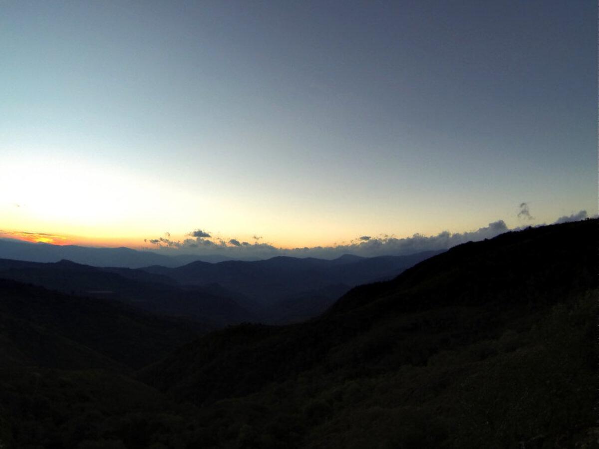 Õhtune vaade mägedes.
