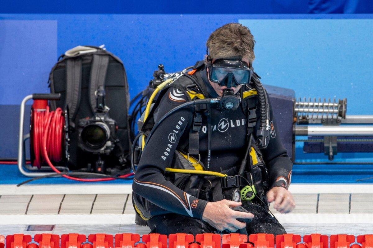 Olümpiaujulas tegeletakse ka sukeldumisega. Nii pannakse nimelt paika veealuseid kaameraid.