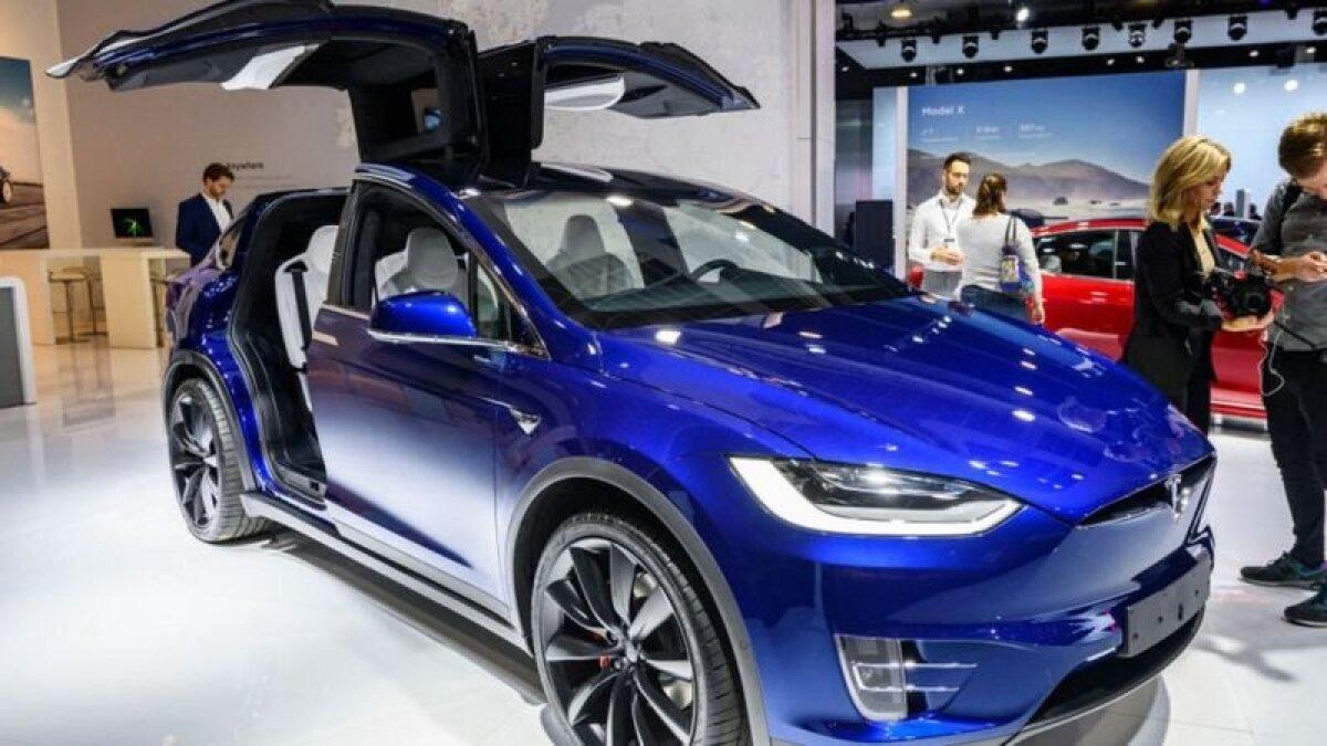 Tesla Model X 90D на выставке в Брюсселе