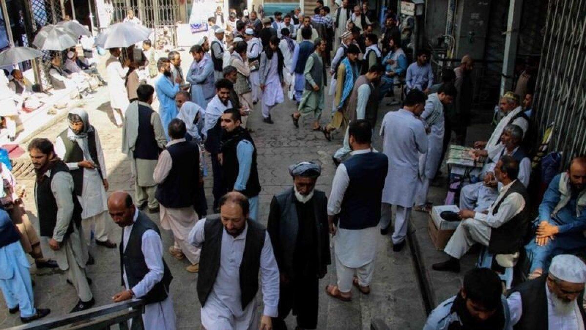 На улицах Кабула женщин спрашивают, почему они без сопровождения мужчины