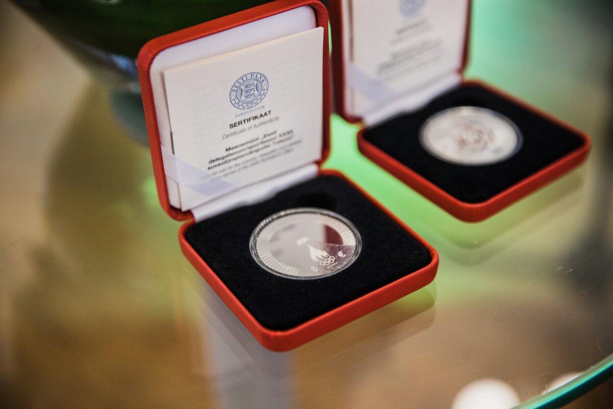 Tokyo olümpiamängudele pühendatud hõbemünt, mille on kujundanud Ander Avila.