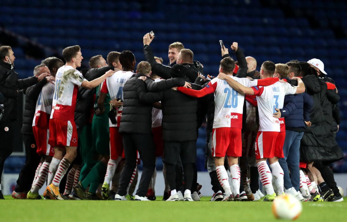 Praha Slavia mehed pärast Rangersi seljatamist juubeldamas.