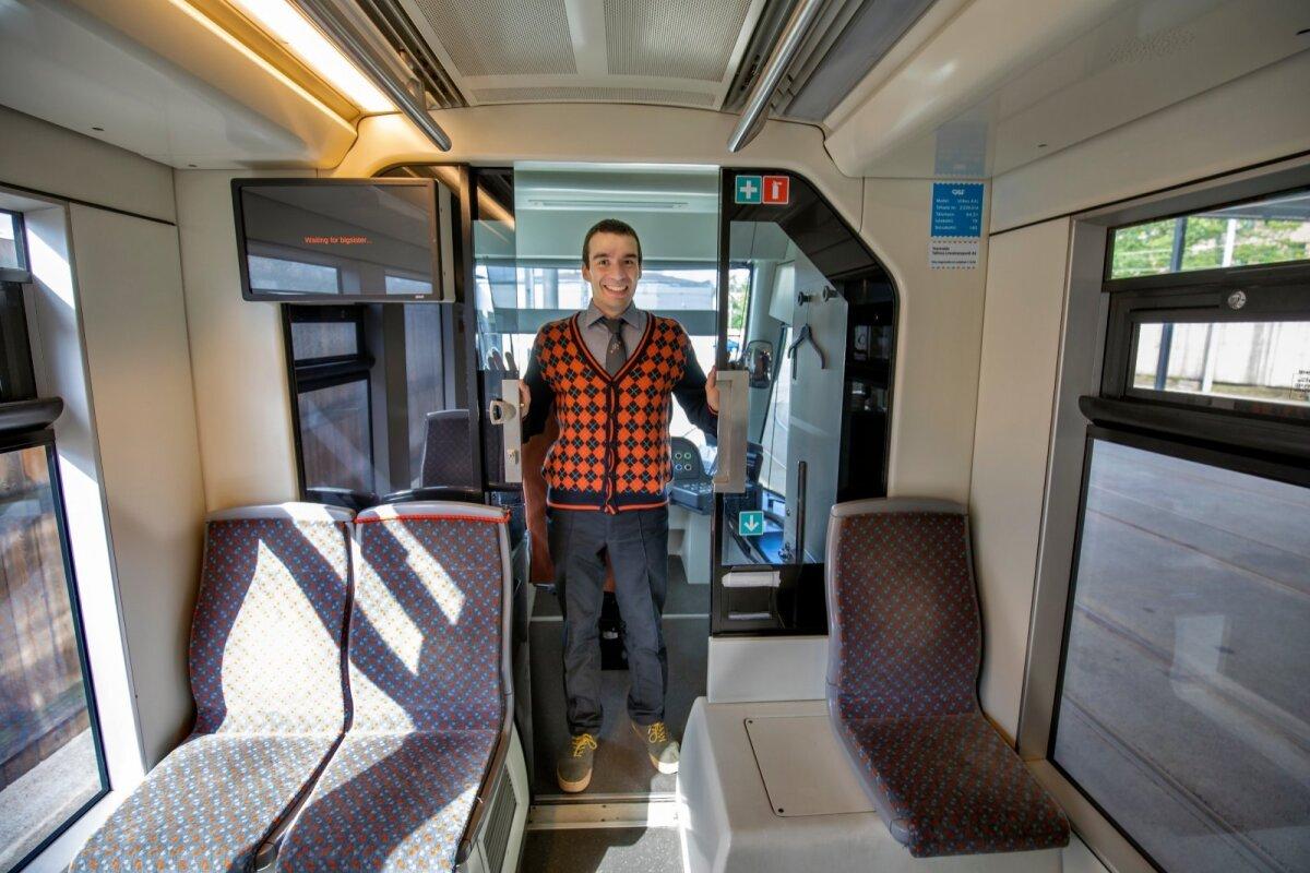 БОЛЬШАЯ УДАЧА: Паоло Верчини считает большой удачей то, что его взяли на курсы и научили работе водителя трамвая. Он всерьез увлекся этой профессией.