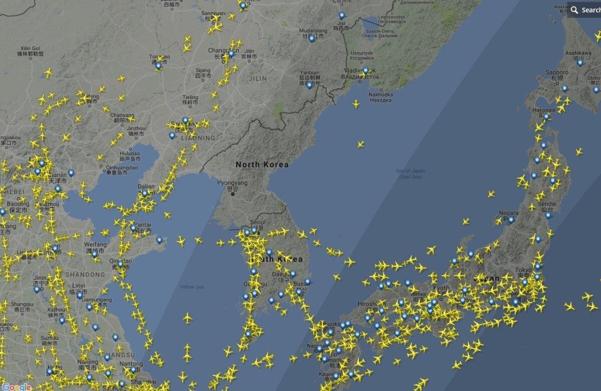 Lennuliiklus Korea poolsaare kohal täna. Flightradar24.com