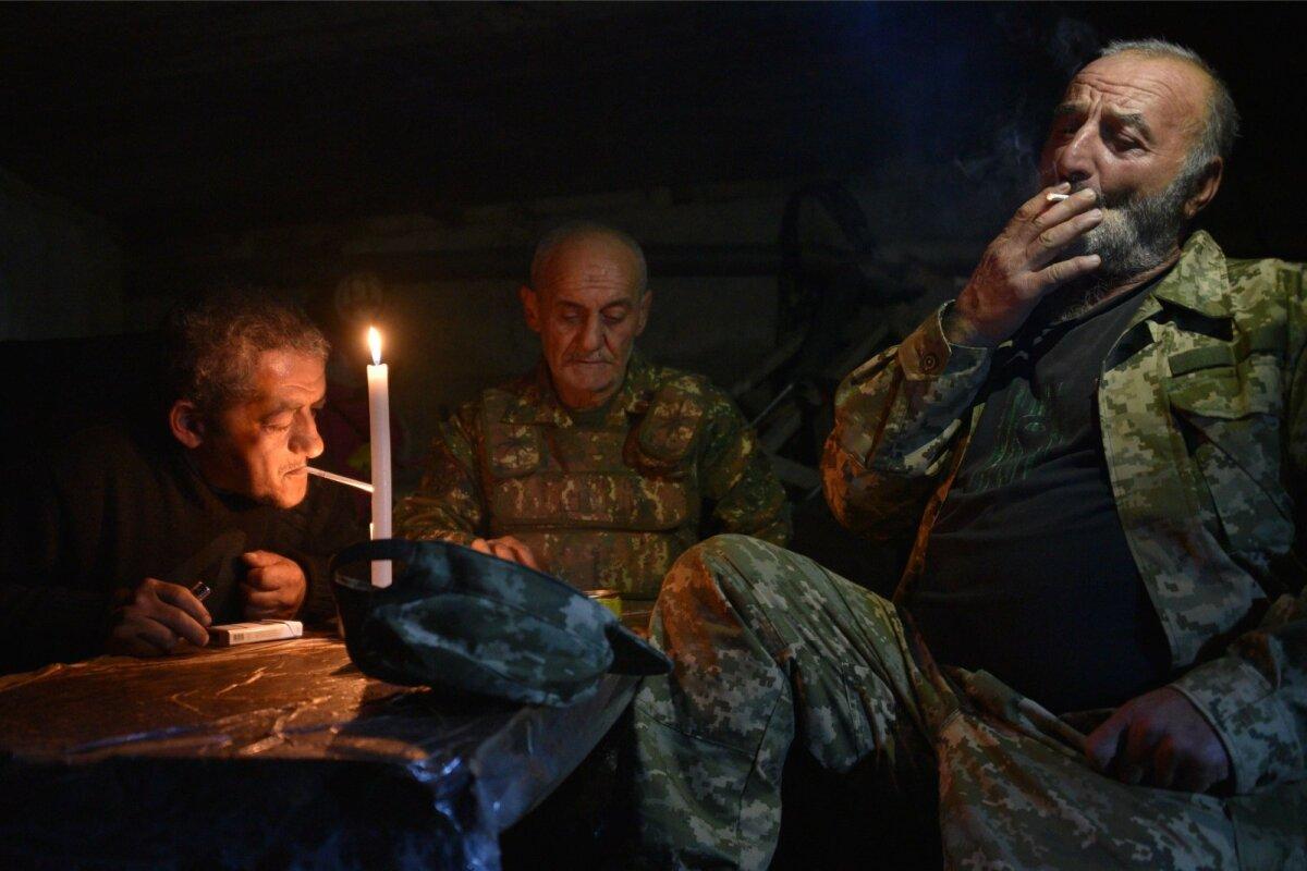 OOTEL: Armeenia vabatahtlikud on varjunud Stepanakertist 15 kilomeetri kaugusel asuva Shusha linna keldrisse.