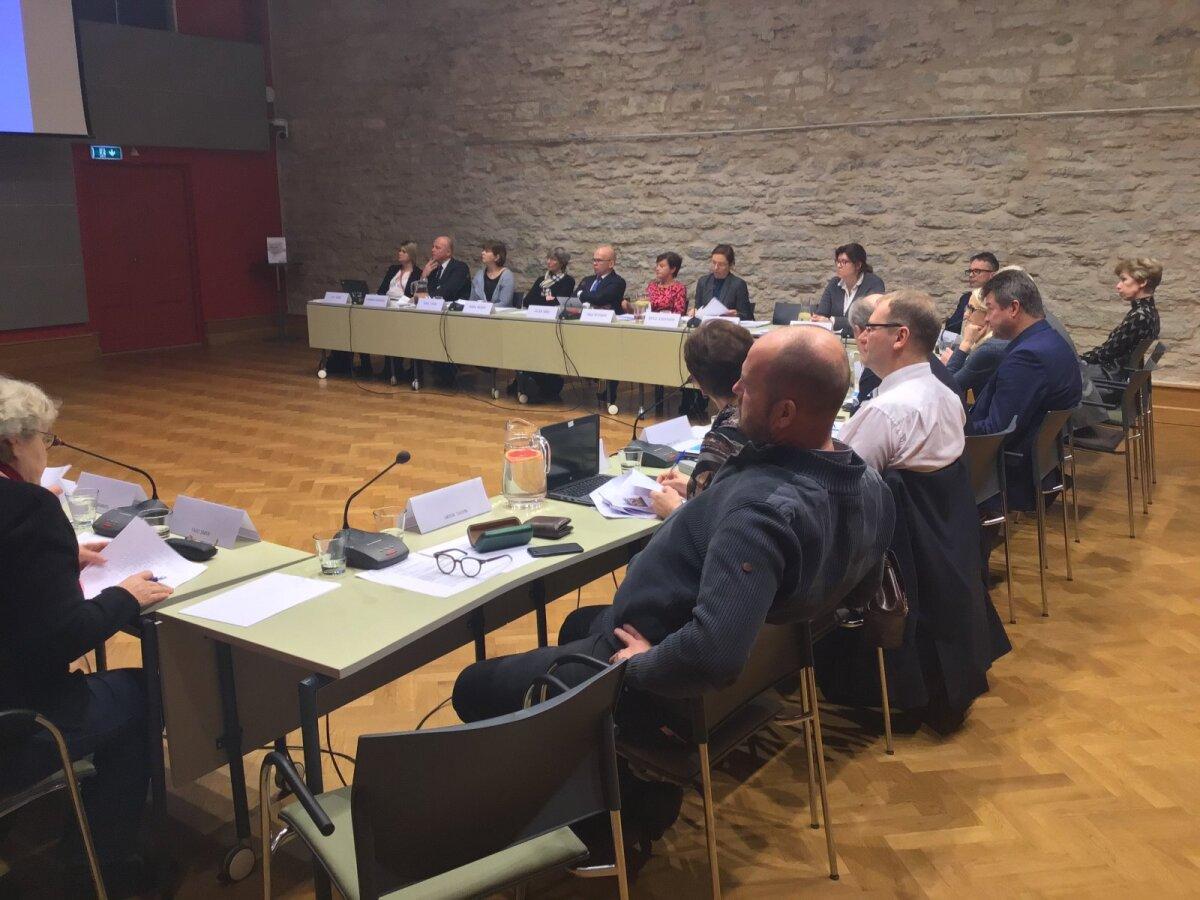Maaelukomisjoni liikmed nõustusid selles, et teema üle tuleb arutleda.
