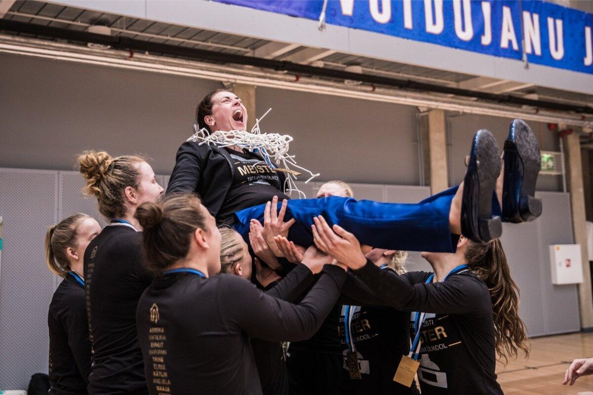 TLÜ naiskond võitis Eesti korvpalli meistritiitli. Õhtu tõstetakse peatreener Janne Schasmin.