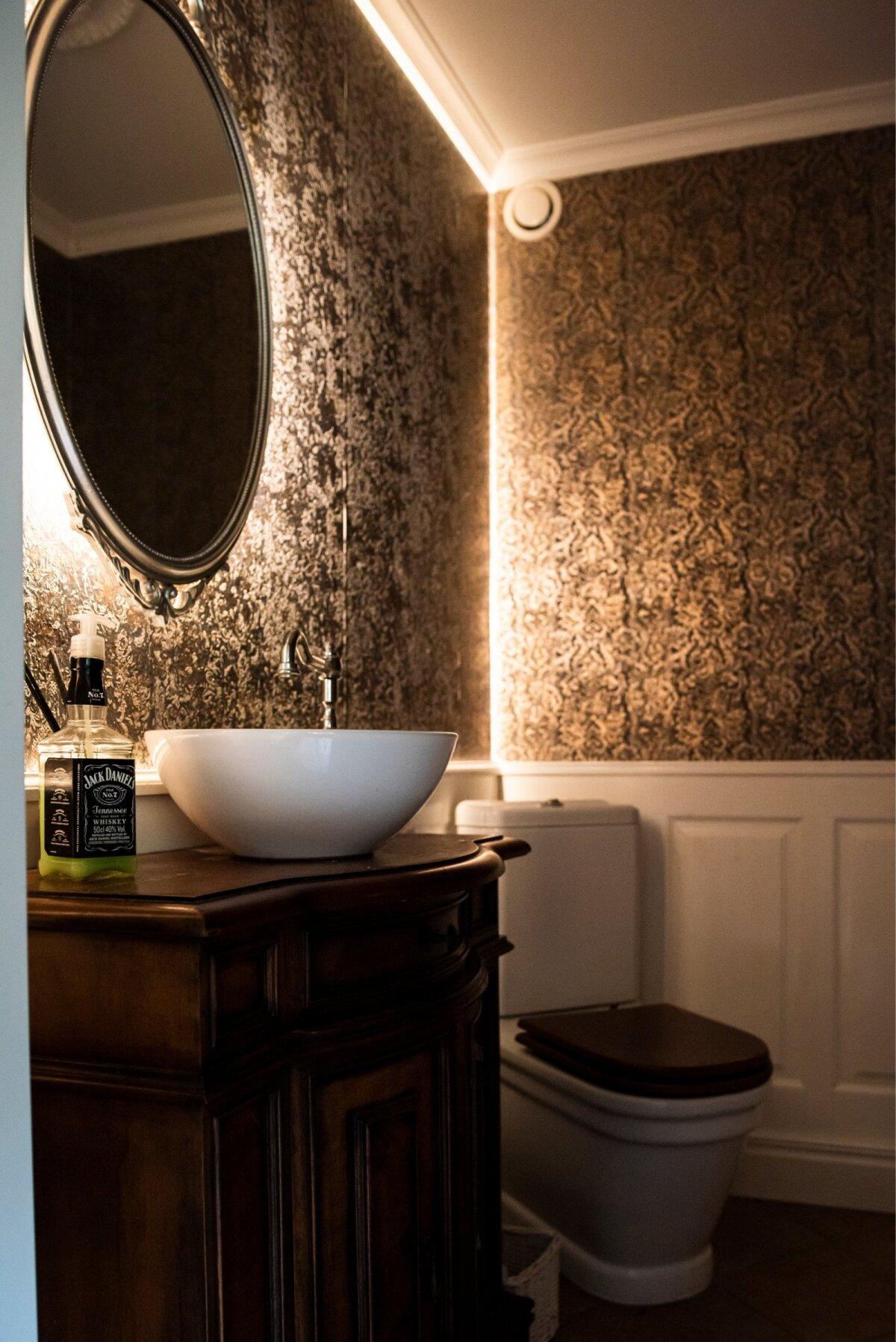 ISEENDAGA OLEMISE KOHT Õdusa valgustuse on saanud ka esimese korruse tualettruum sauna kõrval.