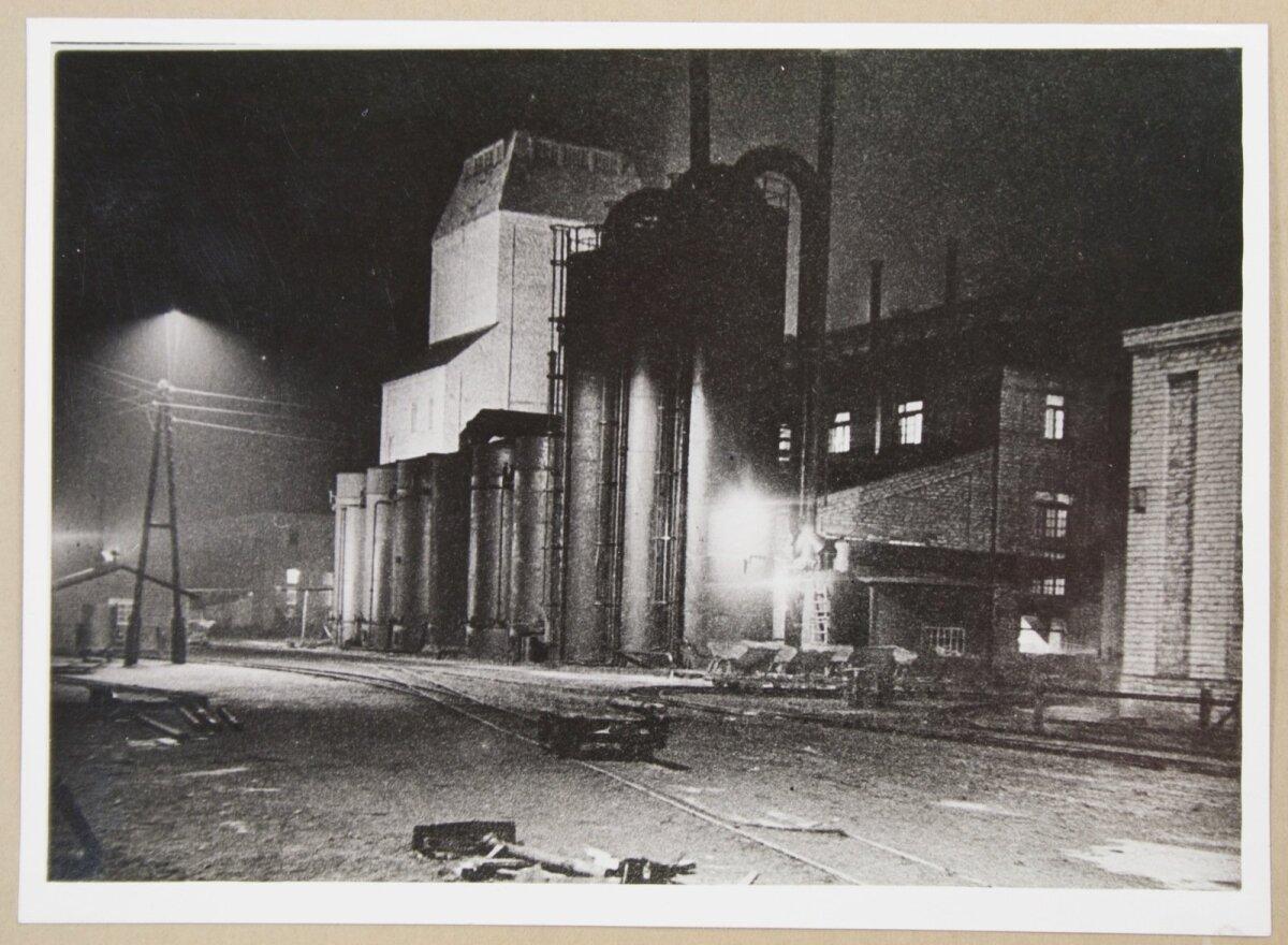 Kohtla-Järve põlevkivitööstus öösel
