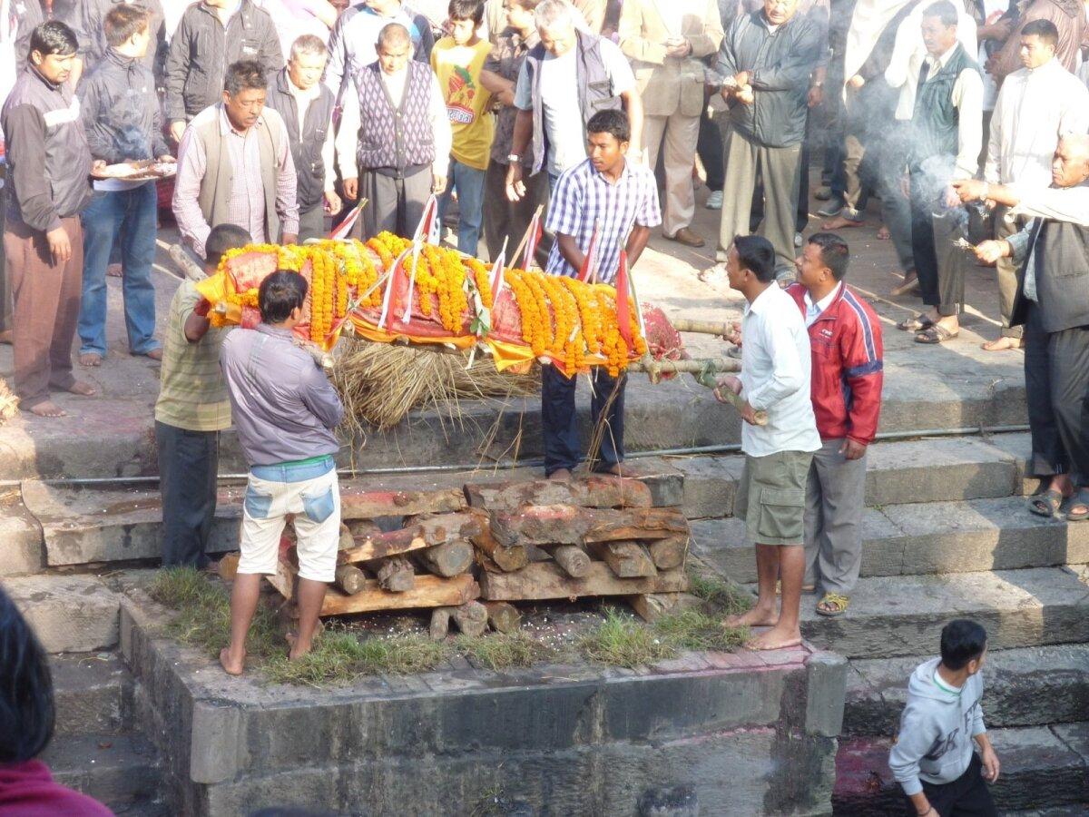 Põletusmatus Nepaalis Katmandu hindude templis.